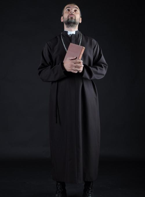 Католический священник