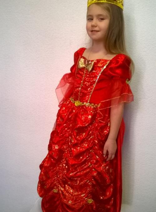 Принцесса в красном платье